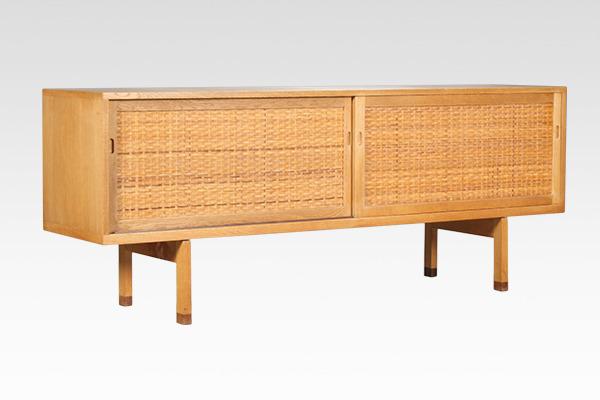 Hans J. Wegner  Sideboard. RY26  Ry Mobler (1).jpg