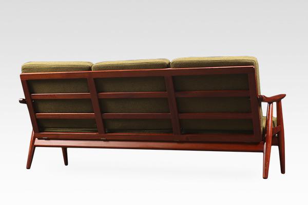 Hans J. Wegner  Sofa. GE-270  GETAMA (1).jpg