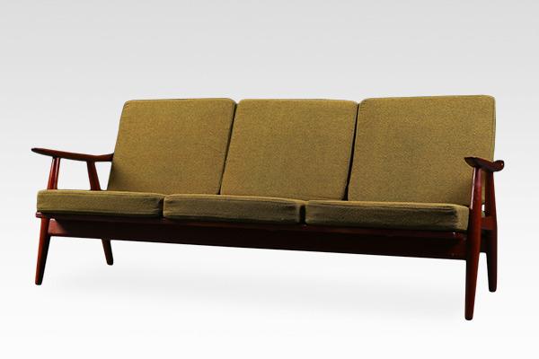 Hans J. Wegner  Sofa. GE-270  GETAMA (2).jpg