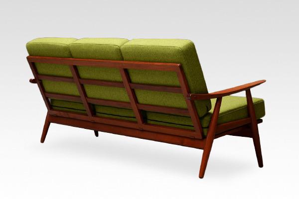 Hans J. Wegner  Sofa. GE-270  GETAMA (3).jpg
