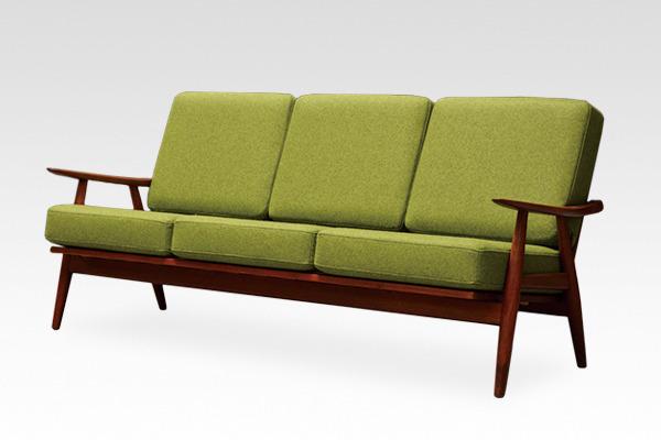 Hans J. Wegner  Sofa. GE-270  GETAMA (4).jpg