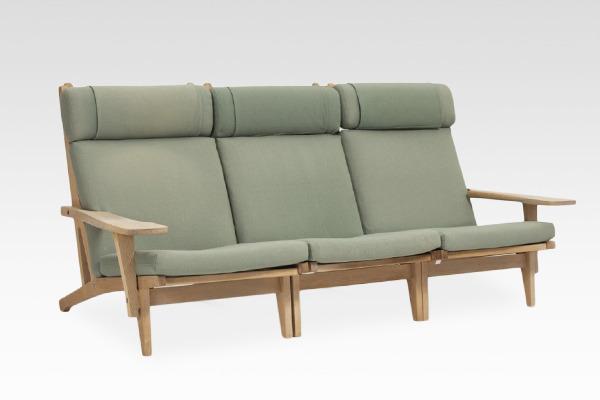 Hans J. Wegner  Sofa .GE-375  GETAMA (2).jpg