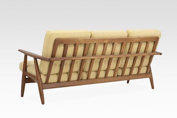 Hans J. Wegner  Sofa GE-240   GETAMA (1).jpg