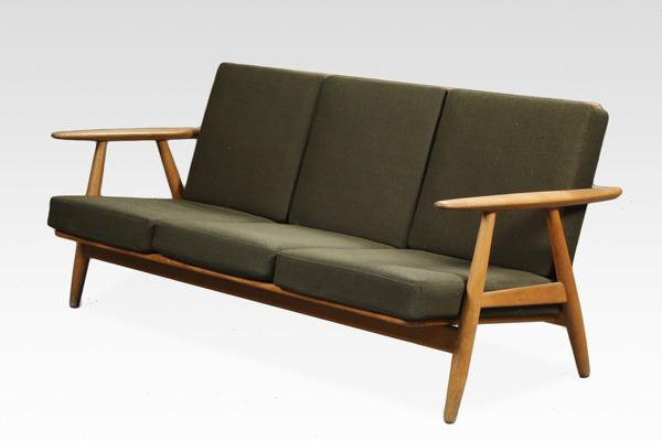 Hans J. Wegner  Sofa GE-240   GETAMA (4).jpg