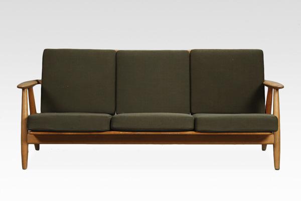 Hans J. Wegner  Sofa GE-240   GETAMA (5).jpg