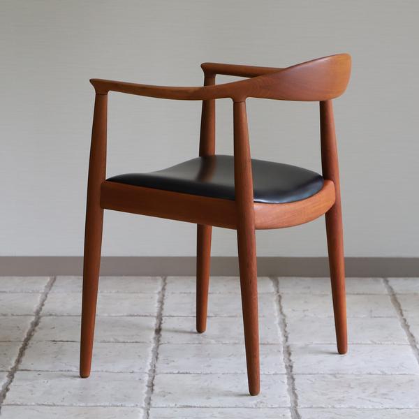 Hans J. Wegner  The chair. JH-503  Johannes Hansen (14).jpg