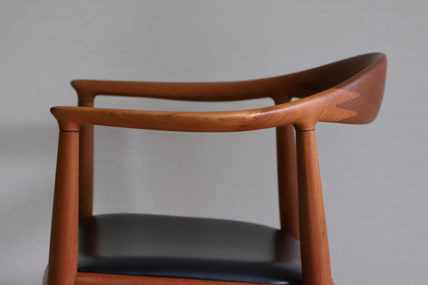 Hans J. Wegner  The chair. JH-503  Johannes Hansen (20).jpg