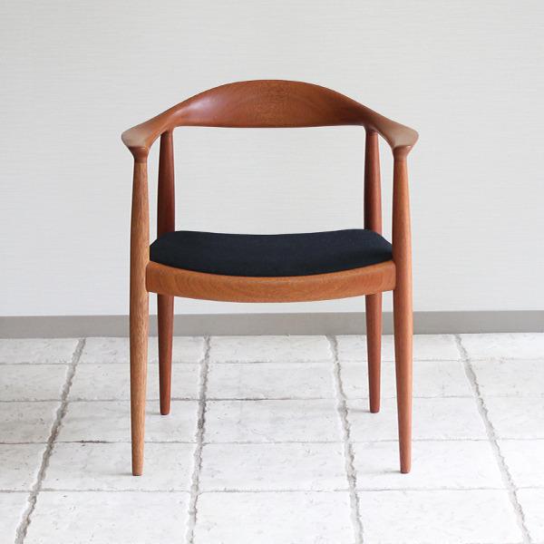 Hans J. Wegner  The chair. JH-503  Johannes Hansen (8).jpg