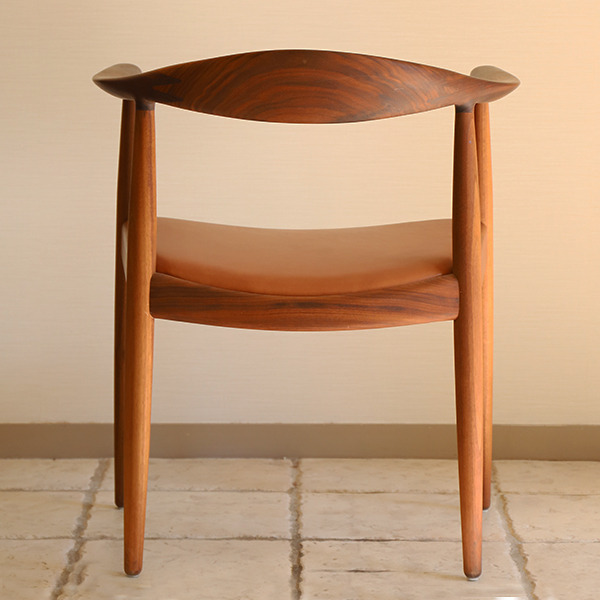 Hans J. Wegner  The chair. PP-503  PP mobler (5).jpg