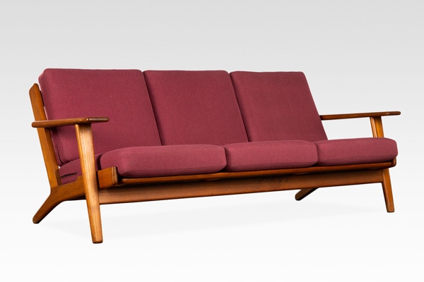 Hans J. Wegner  Three-seater sofa. GE290  GETAMA (2).jpg