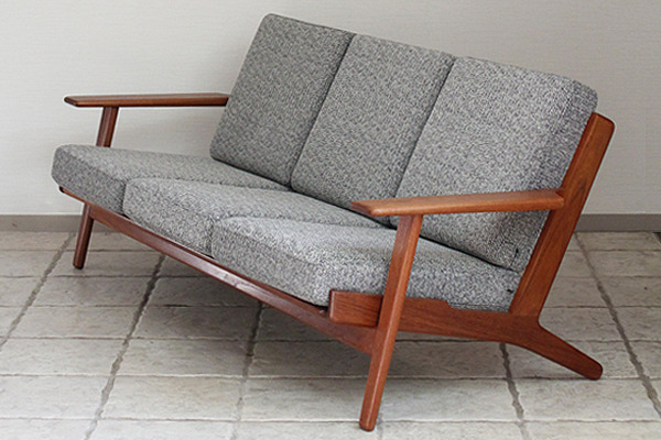 Hans J. Wegner  Three-seater sofa. GE290 teak  GETAMA-0001.jpg