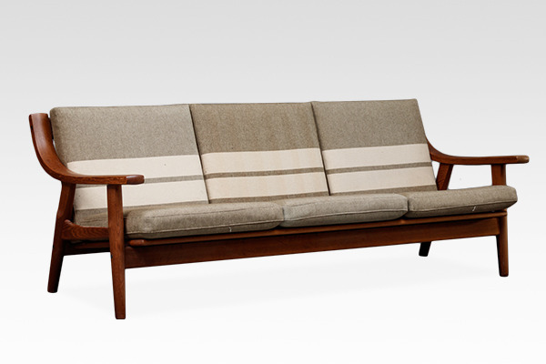 Hans J. Wegner  Three-seater sofa. GE530  GETAMA (1).jpg