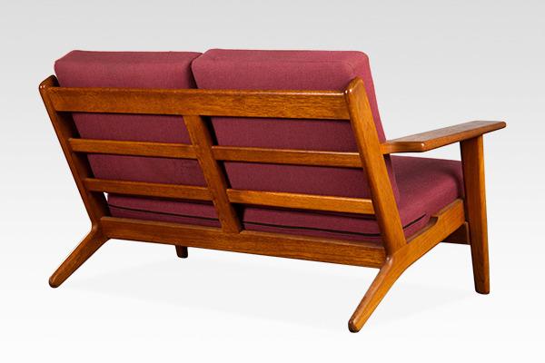 Hans J. Wegner  Two-seater sofa. GE290  GETAMA (1).jpg