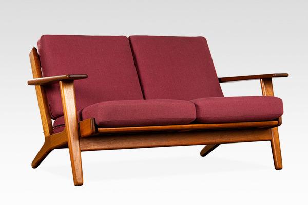 Hans J. Wegner  Two-seater sofa. GE290  GETAMA (2).jpg