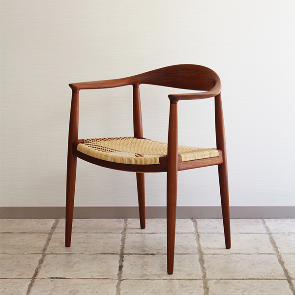 Hans J. WegnerThe chair. JH-501 Johannes Hansen (1).jpg