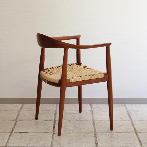 Hans J. WegnerThe chair. JH-501 Johannes Hansen (7).jpg