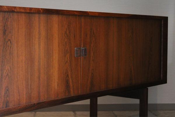 Hans J Wegner  Rosewood sideboard. RY25  Ry Mobler-01.jpg