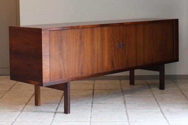 Hans J Wegner  Rosewood sideboard. RY25  Ry Mobler-04.jpg