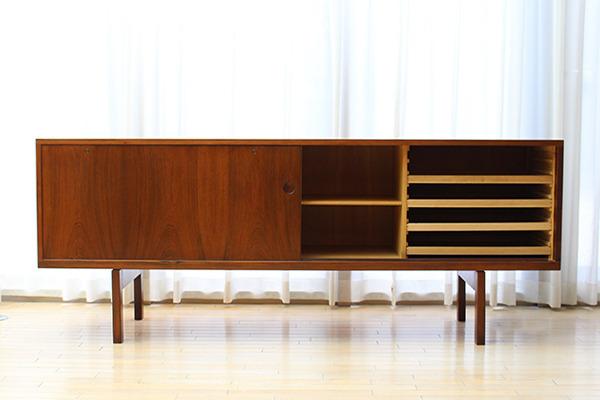 Hans J Wegner  Rosewood sideboard. RY26  Ry Mobler (1).jpg