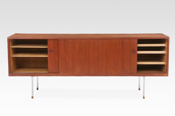 Hans J Wegner  Rosewood sideboard. RY26  Ry Mobler (2).jpg