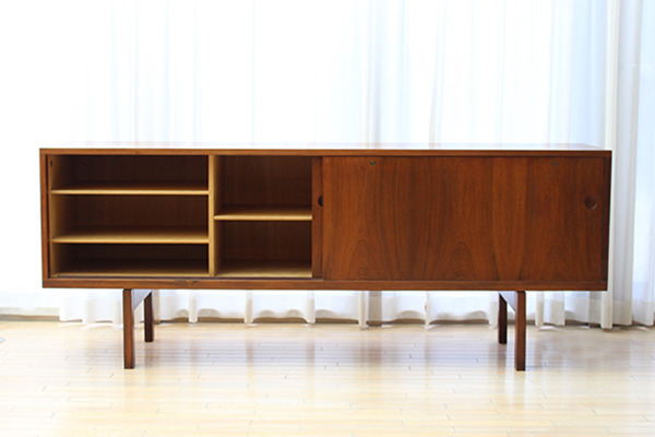 Hans J Wegner  Rosewood sideboard. RY26  Ry Mobler (4).jpg