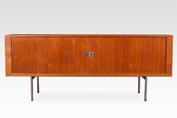 Hans J Wegner  Sideboard. RY25  Ry Mobler (2).jpg