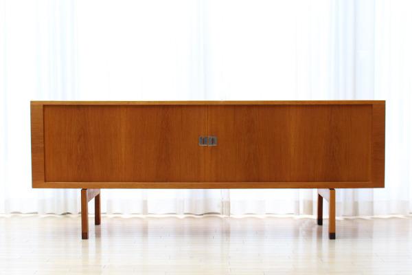 Hans J Wegner  Sideboard. RY25 Teak  Ry Mobler_0903 (3).jpg