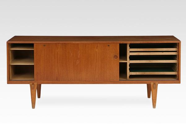 Hans J Wegner  Sideboard. RY26-02  Ry Mobler (3).jpg