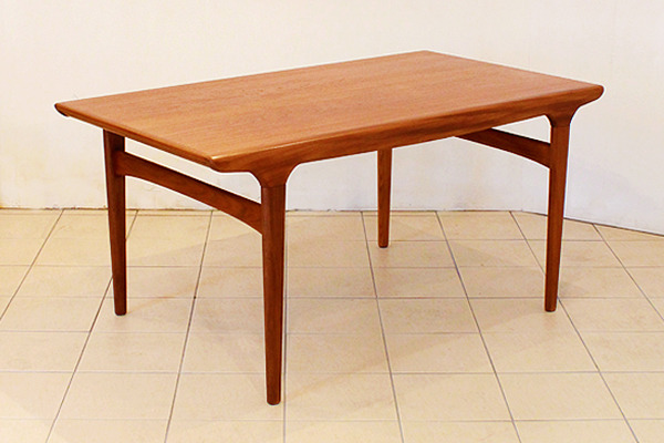 Johannes-Andersen--Extension-dining-table--Uldum-Mobelfabrik-001.jpg