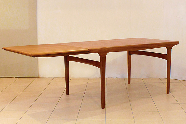 Johannes-Andersen--Extension-dining-table--Uldum-Mobelfabrik-002.jpg