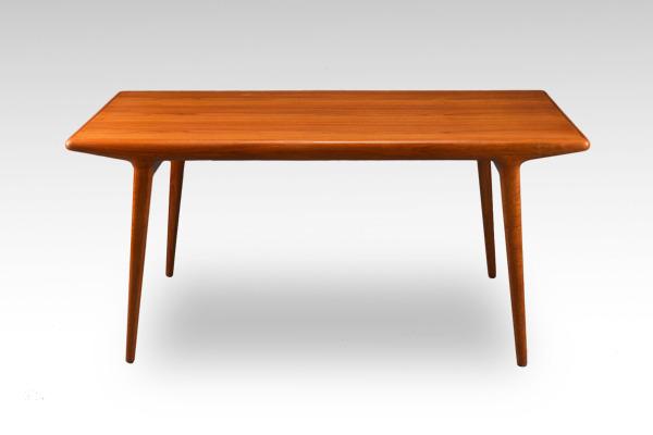 Johannes-Andersen--Extension-dining-table--Uldum-Mobelfabrik-02.jpg