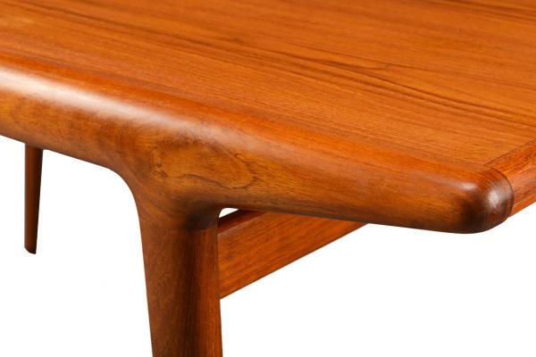 Johannes-Andersen--Extension-dining-table--Uldum-Mobelfabrik-04.jpg