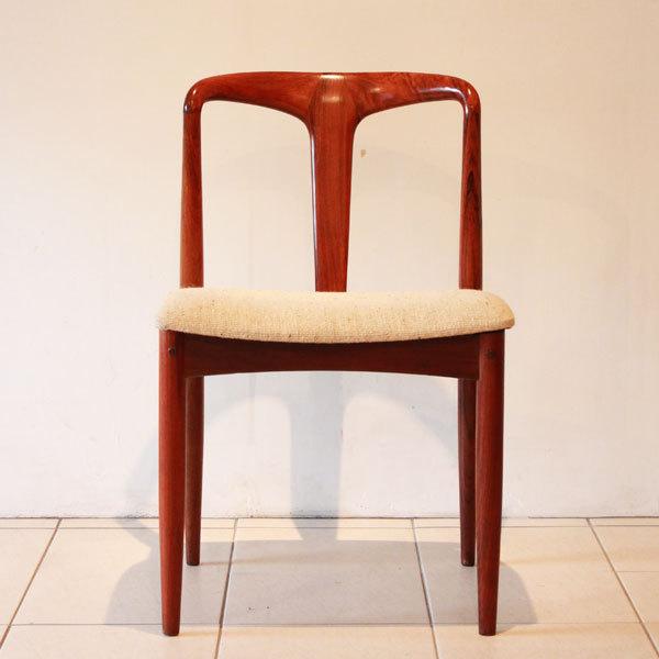 Johannes-Andersen-Dining-chairs-02.jpg