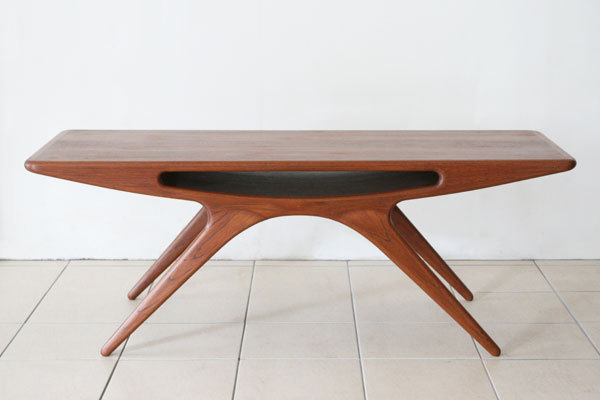 Johannes-Andersen-UFO-table-03.jpg