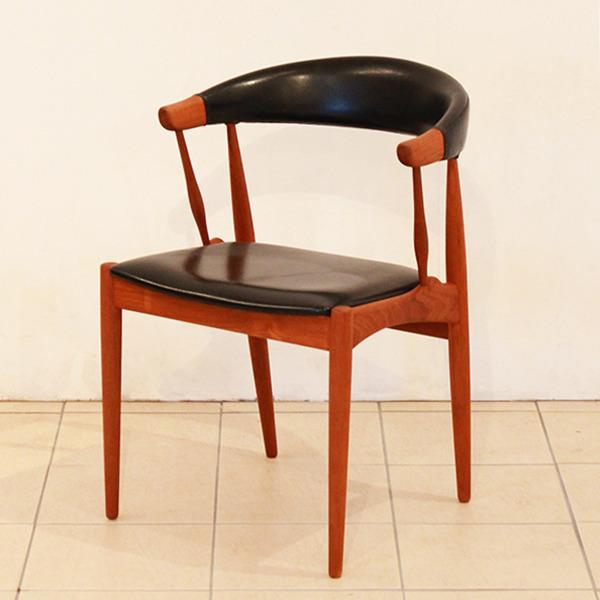 Johannes-Andersen-chair-Brdr.-Andersens-Møbelfabrik-02.jpg
