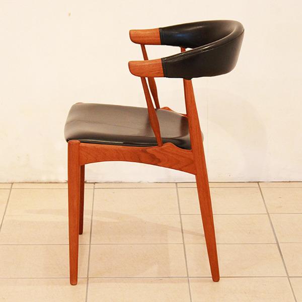 Johannes-Andersen-chair-Brdr.-Andersens-Møbelfabrik-03.jpg