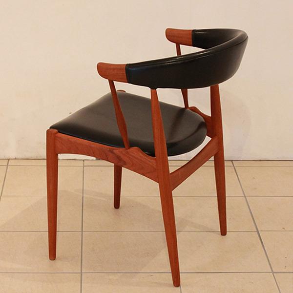 Johannes-Andersen-chair-Brdr.-Andersens-Møbelfabrik-04.jpg