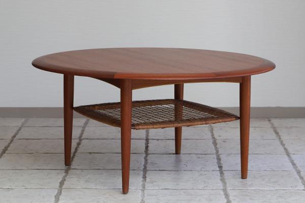 Johannes Andersen  Circular coffee table  C.F.C. Silkeborg (5).jpg