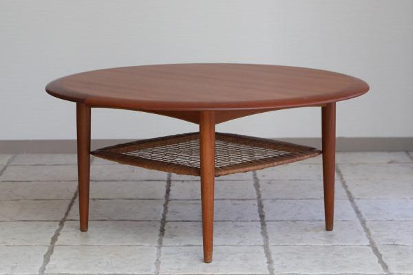 Johannes Andersen  Circular coffee table  C.F.C. Silkeborg (7).jpg