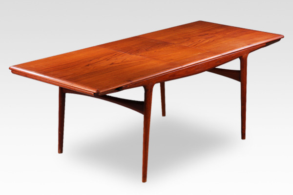 Johannes Andersen  Extension dining table  Uldum Mobelfabrik-01 (3).jpg