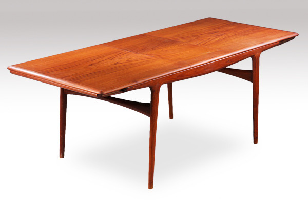 Johannes Andersen  Extension dining table  Uldum Mobelfabrik-03.jpg