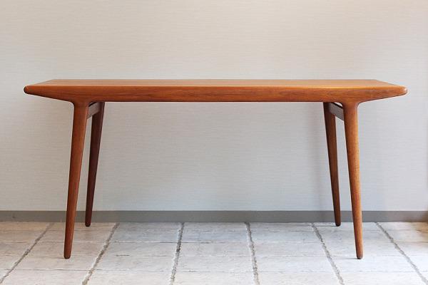Johannes Andersen  Extension dining table  Uldum Mobelfabrik (1).jpg