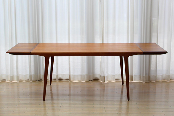 Johannes Andersen  Extension dining table  Uldum Mobelfabrik (4).jpg