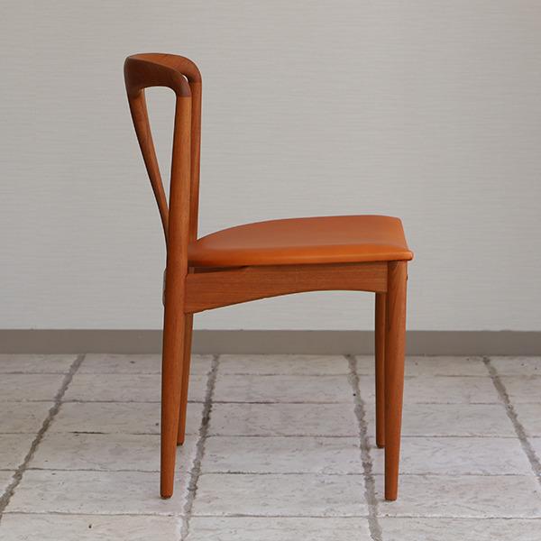 Johannes Andersen  dining chair teak  Uldum Mobler (12).jpg