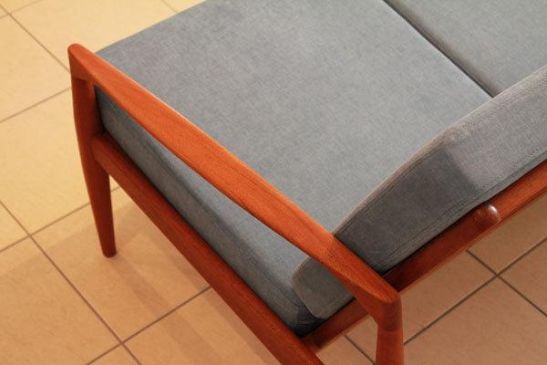 Kai-Kristiansen--Paper-knife-sofa-05.jpg