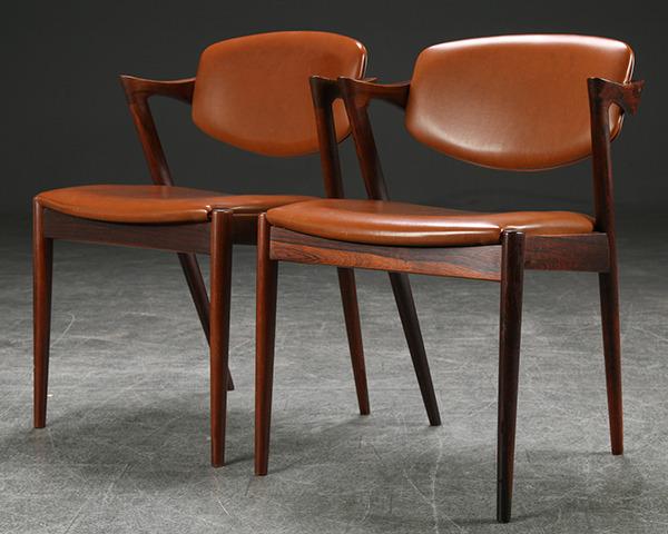 Kai Kristiansen. Et par stole af palisander, model 42-01.jpg