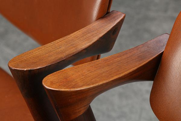 Kai Kristiansen. Et par stole af palisander, model 42-02.jpg