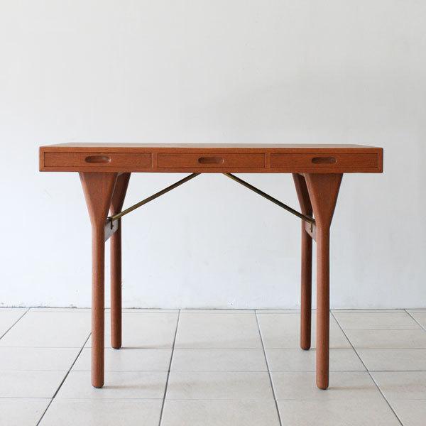 Nanna-ditzel-Desk-03.jpg