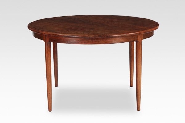 Niels O. Møller  Circular dining table rosewood  J.L. Møller (1).jpg