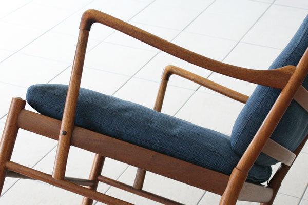 Ole-Wanscher--Colonial-chair-set-06.jpg